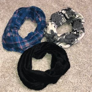 Lot of 3 infinity scarves
